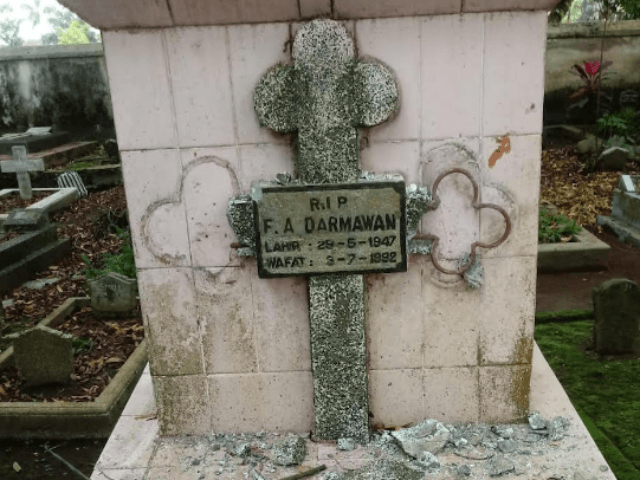 A desecrated Christian grave at Giriloyo Cemetery in Magelang town, Central Java province. (Photo courtesy of Magelang police)