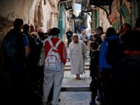 Christian Pilgrims Find a Warm Welcome in Jerusalem for Good Friday
