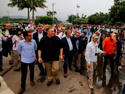 US Secretary of State Mike Pompeo (2-L, black shirt) and Colombian President Ivan Duque (C) visit the Simon Bolivar International Bridge in Cucuta, Norte del Santander Department, Colombia, on the border with Venezuela, on April 14, 2019. - Pompeo, who is on a four-nation tour of Latin American allies, finishes …