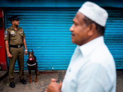 A policeman stands guard outside a mosque during Friday noon prayer in Colombo on April 26, 2019, following a series of bomb blasts targeting churches and luxury hotels on Easter Sunday in Sri Lanka. - Authorities in Sri Lanka on April 25 lowered the death toll in a spate of …