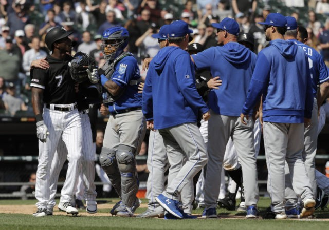 Anderson Spikes Bat Gets Drilled Royals Top Chisox In 10