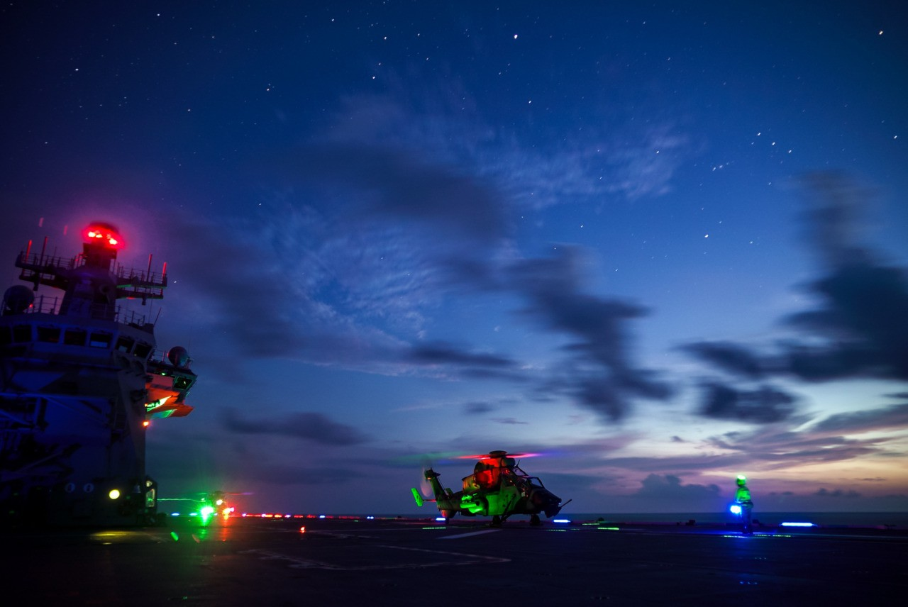 Aussie copters 'targeted by lasers' in S China Sea
