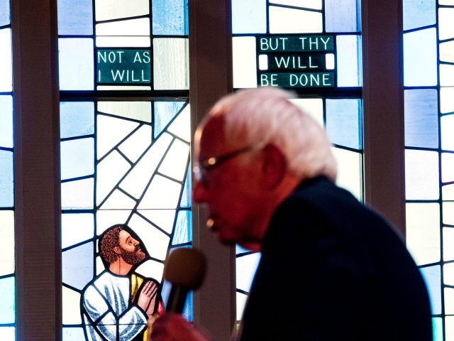 Democratic presidential candidate Bernie Sanders speaks at the Allen Temple Baptist Church in Oakland, California on May 30, 2016. / AFP / JOSH EDELSON (Photo credit should read JOSH EDELSON/AFP/Getty Images)