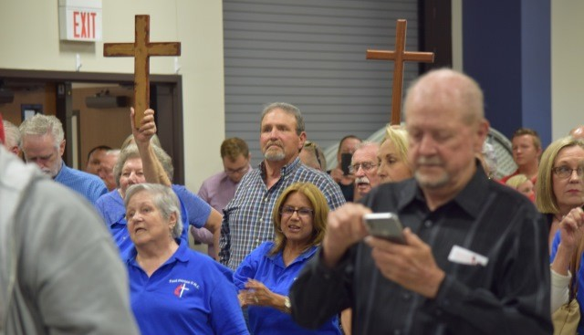 San Jacinto County residents packed the community center to support the display of crosses on the county courthouse. (Photo: Lana Shadwick/Breitbart News)
