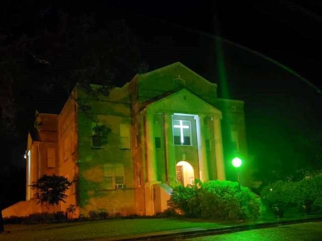 San Jacinto County Courthouse with cross illuminated. (Photo: Dwayne Wright/San Jacinto County GOP)