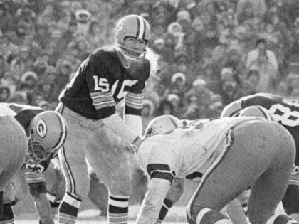 Bart Starr, Hall of Fame Green Bay Quarterback, Dies at 85