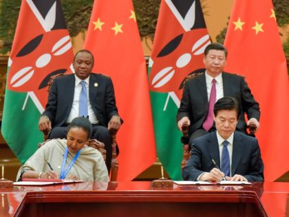 Chinese President Xi Jinping (top R) and Kenyan President Uhuru Kenyatta (top L) attend a signing ceremony after their bilateral meeting during the Belt and Road Forum for International Cooperation at the Great Hall of the People in Beijing on May 15, 2017. / AFP PHOTO / POOL / Etienne …