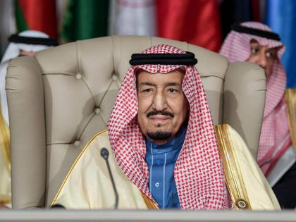 Saudi Arabia's King Salman bin Abdulaziz (C) chairs the opening session of the 30th Arab League summit in the Tunisian capital Tunis on March 31, 2019. (Photo by FETHI BELAID / POOL / AFP) (Photo credit should read FETHI BELAID/AFP/Getty Images)