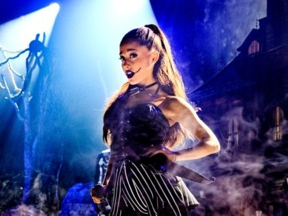 INGLEWOOD, CA - OCTOBER 30: Singer Ariana Grande performs during IHeartMedia presents Ariana Grande World Premiere Event on the Honda Stage at iHeartRadio Theater on October 30, 2015 in Burbank, California. (Photo by Chris Polk/Getty Images for iHeartMedia)