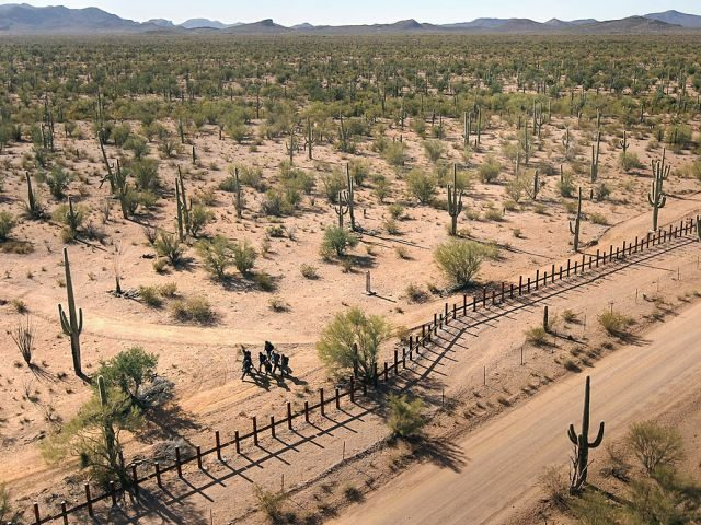 Migrants cross Mexican border into Arizona desert. (File Photo: John Moore/Getty Images)