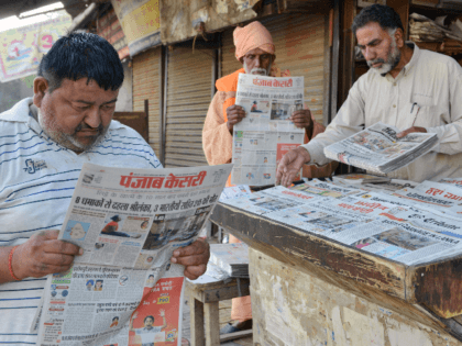 Indian men read newspapers displaying front page news on the Easter Sunday bombings in Sri Lanka, at a roadside stall in Amritsar on April 22, 2019. - The death toll from bomb blasts that ripped through churches and luxury hotels in Sri Lanka rose dramatically April 22 to 290 -- …
