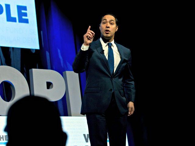 El aspirante a la candidatura presidencial demócrata Julián Castro en un evento en Washington el 1 de abril del 2019. (AP Photo/Jose Luis Magana)