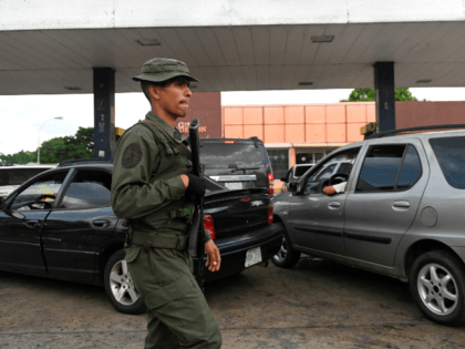 Cars queue to refill their gasoline tanks at a gas station in the town of Acarigua, in the Venezuelan state of Portuguesa, on May 25, 2019. (Photo by Marvin RECINOS / AFP) (Photo credit should read MARVIN RECINOS/AFP/Getty Images)