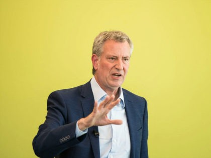 COLUMBIA, SC - MAY 18: Democratic presidential candidate and New York City Mayor Bill de Blasio talks with the crowd during a Democratic Black Caucus Meeting on May 18, 2019 in Columbia, South Carolina. (Photo by Sean Rayford/Getty Images)