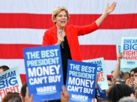 Warren Jabs Rivals: I Can Take So Many Selfies Because I've Rejected Big-Money Fundraisers