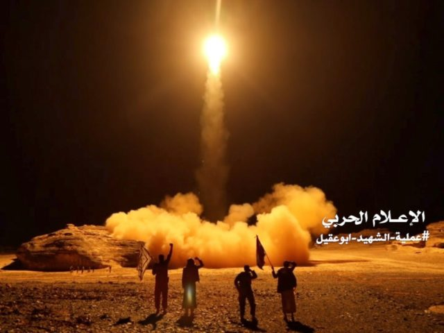 An image grab taken from a video handed out by Yemen's Huthi rebels on March 27, 2018 shows what appears to be Huthi military forces launching a ballistic missile on March 25 reportedly from the capital Sanaa. / AFP PHOTO / Anssarullah Media Center / - / RESTRICTED TO EDITORIAL …