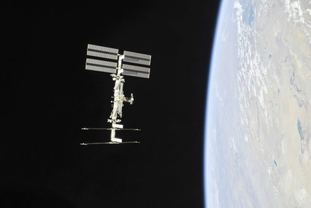 NASA to allow tourists on ISS in 2020