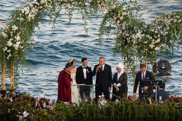 Ozil marries in Istanbul, with Erdogan as best man