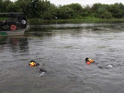 Del Rio Sector BORSTAR agent dive team searches for missing Haitian/Brazilian migrant toddler. (Photo: U.S. Border Patrol/Del Rio Sector)