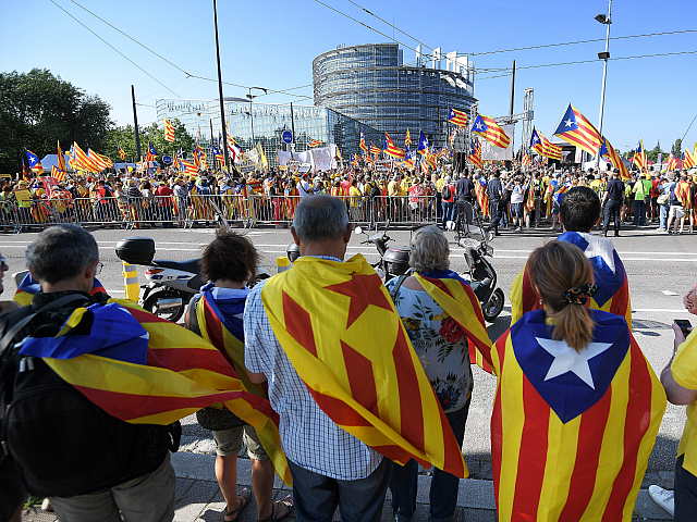 TOPSHOT - People wave Catalan pro-independence 'Estelada' flags and banners during a demonstration in front of the European Parliament on July 2 , 2019 in Strasbourg, eastern France. - Demonstrators protest in support of Catalan separatists unable to take seats as MEPs. (Photo by FREDERICK FLORIN / AFP) (Photo credit …