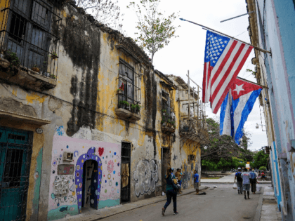 Cuban and US flags are pictured in a street of Havana, on September 20, 2018. - The Cuban Chancellor Bruno Rodriguez, recieved in La Havana on September 19, the US President of the Senate Foreign Relations Committee, Robert Corker, despite the tense moment that bilateral ties cross, after the arrival …