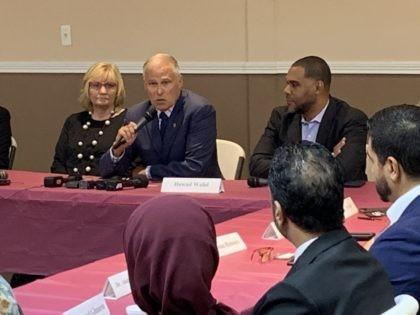 Jay Inslee with Muslim leaders (Joel Pollak / Breitbart News)