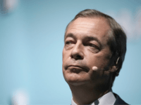 'Hold My Jacket': Farage Ready for 'Punch up' if Johnson Treats Brexit Party as Enemy