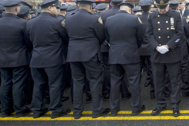 Police Turn Backs on DeBlasio