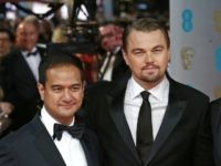 US producers Riza Aziz (L) and Joey McFarland (R) with US actor Leonardo DiCaprio (C) arriving on the red carpet for the BAFTA British Academy Film Awards at the Royal Opera House in London on February 16, 2014. AFP PHOTO / ANDREW COWIE (Photo credit should read ANDREW COWIE/AFP/Getty Images)