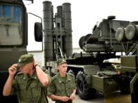 "Russia's soldiers stand guard near Russia's air defence system S-400 Triumf launch vehicles at the military exhibition ""Oboronexpo-2014"" in Zhukovsky outside Moscow, on August 13, 2014. AFP PHOTO/KIRILL KUDRYAVTSEV (Photo credit should read KIRILL KUDRYAVTSEV/AFP/Getty Images)"