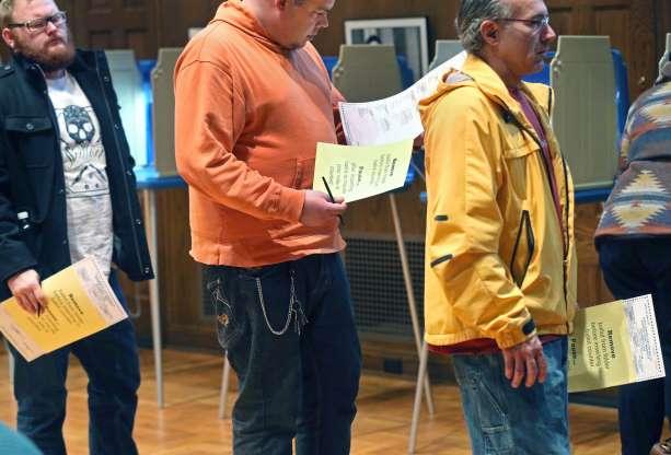 Voters in Line Jim Mone:AP