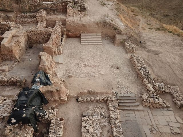 photo credit: THE KEREN ZELTS EXCAVATIONS AT HAZOR IN MEMORY OF YIGAEL YADIN