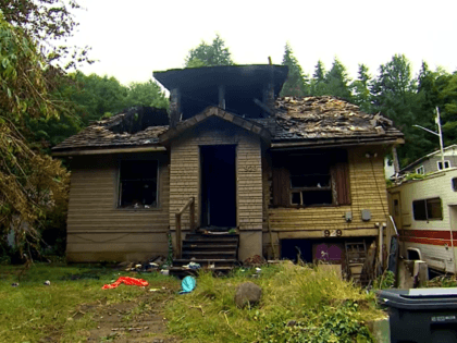 ABERDEEN, Wash. (Video from KOMO via CNN) — A 20-year-old Washington man is being called a hero after he ran into a burning home to save his 8-year-old niece, who was trapped inside.