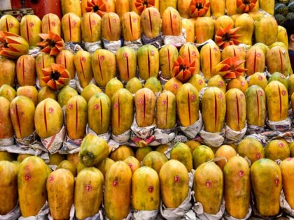 "A man sells papayas at the ""Central de Abasto"" wholesale market in Mexico City on December 21, 2017. Some 500,000 people and 62,000 vehicles a day visit the Central de Abasto market on the east side of Mexico City to buy and sell avocados, tomatoes and about 15,000 other products. …"