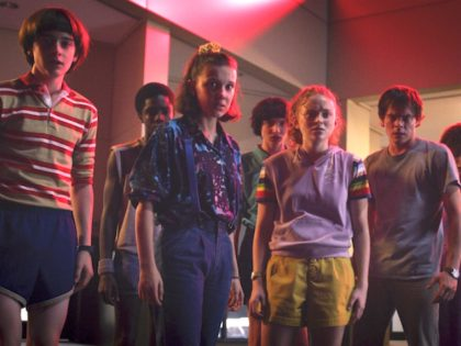 Natalia Dyer, Caleb McLaughlin, Sadie Sink, Millie Bobby Brown, Finn Wolfhard, Charlie Heaton, and Noah Schnapp in Stranger Things (Netflix, 2016)