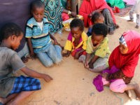 Newly arrived children fleeing from the drought affected areas in the Lower Shabelle Region draw on the sand at al-Adala Internally displaced people (IDP) Camp just outside of the Somali capital Mogadishu on May 15, 2019. - Drought has left nearly two million Somalis in desperate need of food, Norwegian …