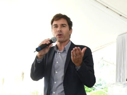 BEVERLY HILLS, CA - SEPTEMBER 28: Actors Eric McCormack (L) and David Schwimmer speak onstage at The Rape Foundation's Annual Brunch at Greenacres on September 28, 2014 in Beverly Hills, California. (Photo by Michael Buckner/Getty Images for Rape Treatment Center)