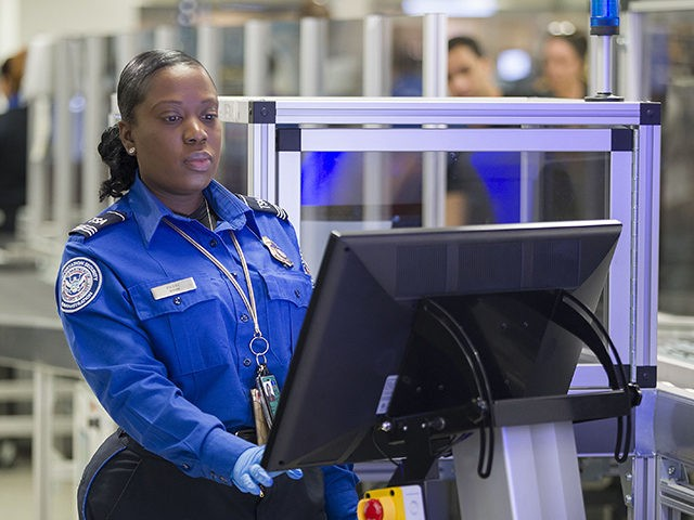 Thousands of travelers delayed at U.S.  airports by computer outage