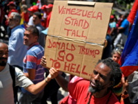 Pro-government protesters rally against US sanctions in Caracas on August 7, 2019. - Washington warned China and Russia to avoid doing business with the Venezuelan regime of Nicolas Maduro, as delegates from some 60 countries discussed ways of ending the crisis in the South American nation. The admonition Tuesday came …