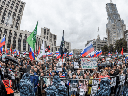 Protesters attend a rally in central Moscow on August 10, 2019 after mass police detentions. - Thousands of opposition supporters rallied in Moscow on August 10 after mass police detentions at recent protests that have been among the largest since President's return to the Kremlin in 2012. On a rainy …