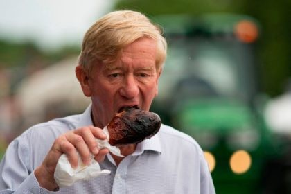 Republican presidential candidate Bill Weld eats a turkey leg as he walks through the Iowa State Fair on August 11, 2019 in Des Moines, Iowa. (Photo by ALEX EDELMAN / AFP) (Photo credit should read ALEX EDELMAN/AFP/Getty Images)