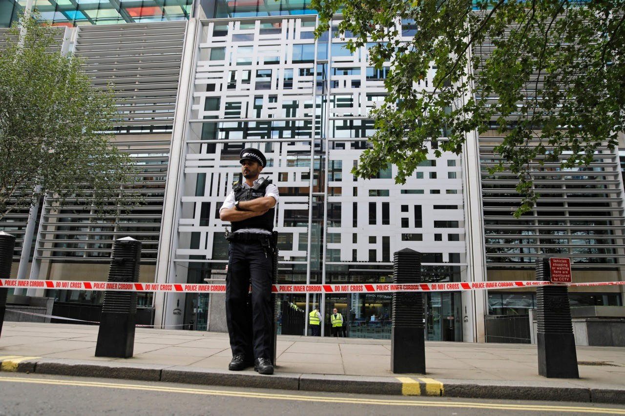 A British police officer stands on duty at a cordon outside Britain's Home Office in central London on August 15, 2019, following a stabbing incident. - A man was taken to hospital after being stabbed Thursday outside Britain's Home Office interior ministry in London. One man was arrested at the scene on suspicion of grievous bodily harm, the city's Metropolitan Police said. The Home Office is responsible for tackling crime and the government has recently launched a campaign to deter people from carrying blades in a bid to combat the surge in knife crime. (Photo by Tolga AKMEN / AFP) (Photo credit should read TOLGA AKMEN/AFP/Getty Images)
