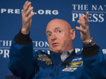 Retired NASA Astronaut Mark Kelly speaks about his time in space during an event at the National Press Club in Washington, DC, September 14, 2015.AFP PHOTO / SAUL LOEB (Photo credit should read SAUL LOEB/AFP/Getty Images)