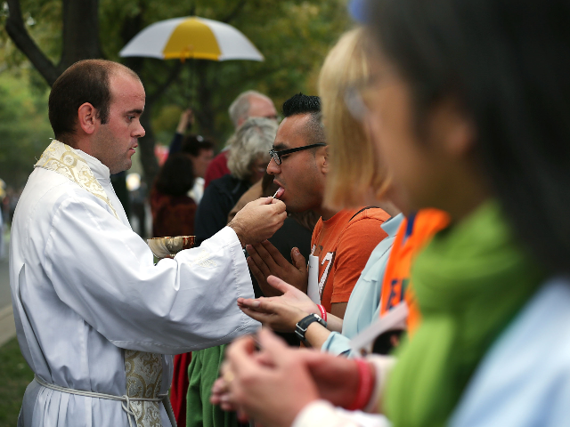 Members of the congregation receive communion during the mass for the conclusion of the World Meeting of Families on Benjamin Franklin Parkway September 27, 2015 in Philadelphia, Pennsylvania. Pope Francis will end his six-day visit to the U.S. after the event. (Photo by Alex Wong/Getty Images)