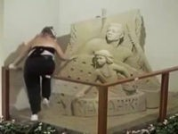 WATCH: Tourists Vandalize Hawaiian Sand Sculpture in Hotel Lobby