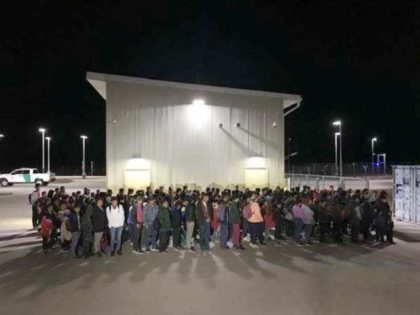 El Paso Sector Border Patrol agents apprehend 194 Central American migrant families and unaccompanied minors at the Antelope Well Port of Entry on August 18. (Photo: U.S. Border Patrol/El Paso Sector)