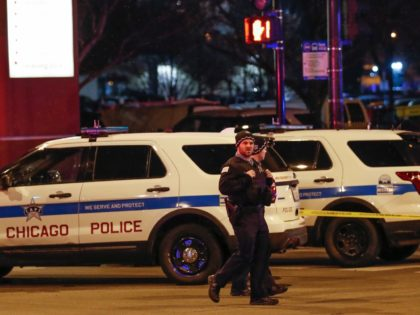 Chicago Police officers monitor the area outside of the Chicago Mercy Hospital where a gunman opened fire in Chicago on November 19, 2018. - An argument in a hospital parking lot escalated into a shooting that killed three people, including a police officer, in the US city of Chicago on …