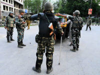 TOPSHOT - Security personnel stop an auto-rickshaw for questioning at a roadblock during a lockdown in Srinagar on August 12, 2019. - Indian troops clamped tight restrictions on mosques across Kashmir for Eid al-Adha festival, fearing anti-government protests over the stripping of the Muslim-majority region's autonomy, according to residents. (Photo …