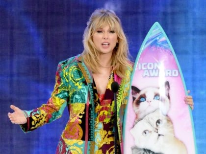 HERMOSA BEACH, CALIFORNIA - AUGUST 11: Taylor Swift accepts the Teen Choice Icon Award onstage during Fox's Teen Choice Awards at the Hermosa Beach Pier on August 11, 2019 in Hermosa Beach, California. (Photo by Kevin Winter/Getty Images)