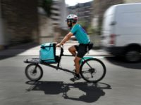 French Deliveroo cyclists urge boycott in pay dispute